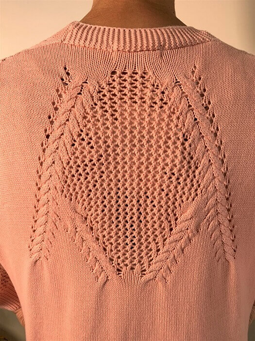 Zoom in back knit feature